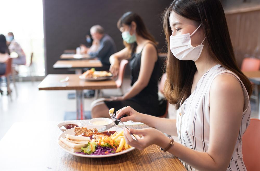 【飲食店・ホテル】マスク着用・会話